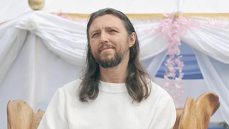 Se proclama como la reencarnación de Jesucristo: mira lo que le pasó